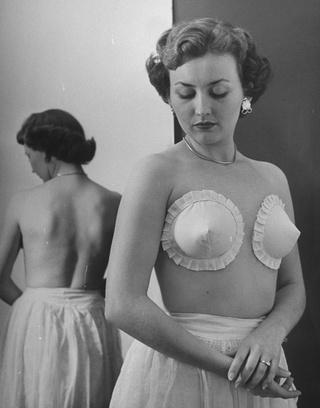 Новый фасон бюстгальтера, 1949 год