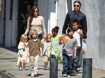 Анджелина Джоли, Брэд Питт, семья, тайский бокс