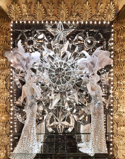 Рождественская витрина универмага Bergdorf Goodman в Нью-Йорке