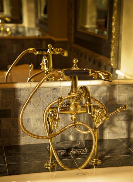 Золотые элементы в декоре