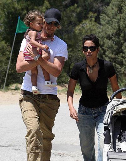 Халле Берри (Halle Berry), Габриэль Обри (Gabriel Aubry) и их дочь