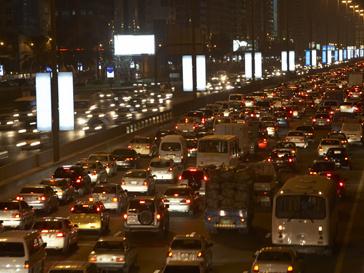 Автомобильное движение на дороге
