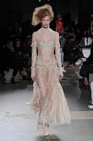 Неделя моды в Париже: показы Alexander McQueen и Paul & Joe ready-to-wear осень — зима 2015-2016   галерея [1] фото [19]