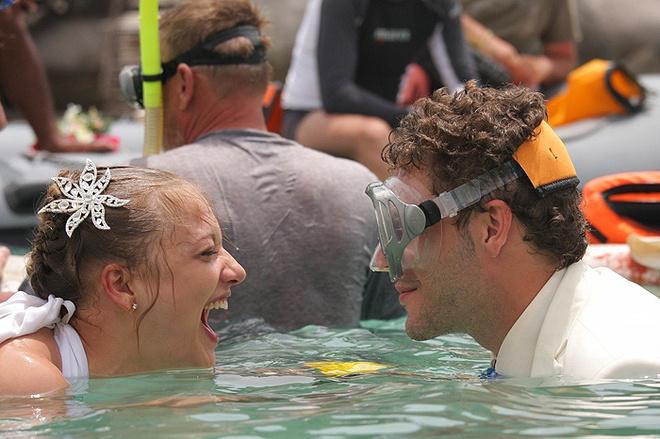 «Погружаться было немного страшно, потому что в тайских водах полно акул. К счастью, встретиться не пришлось», - рассказывает о съемках в Таиланде Екатерина Вилкова.