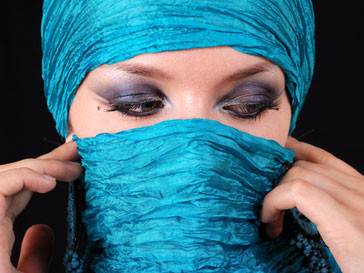 Мусульманская девушка в парандже