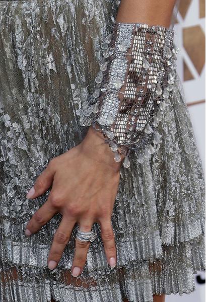 В СВОИХ РУКАХ: Как правильно носить браслеты   галерея [2] фото [1]