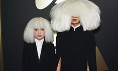 Sia и Мэдди Зиглер удивили нарядами на «Грэмми-2015»