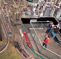 Жизнь мегаполиса в музейной миниатюре: поезда следуют из центра Чикаго к порту на озере Мичиган