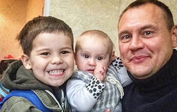 Степан Меньщиков с детьми, фото