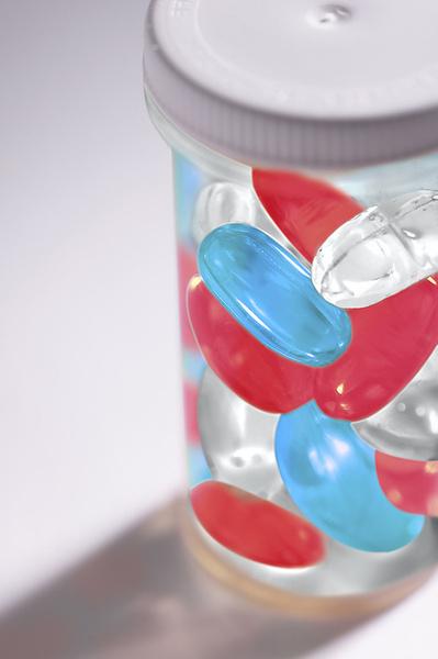 Витамины А, Е и С стоит принимать и до поездки, и во время нее.