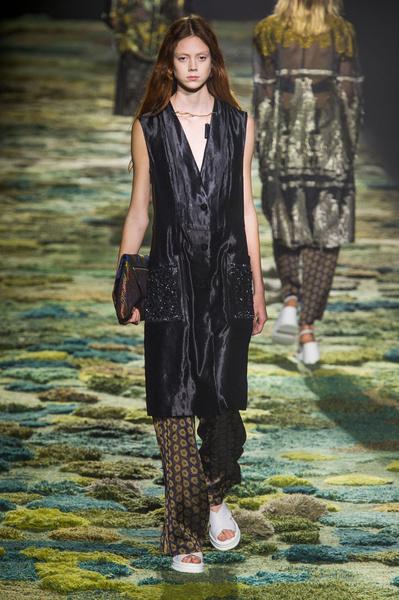 Показ Dries Van Noten на Неделе моды в Париже