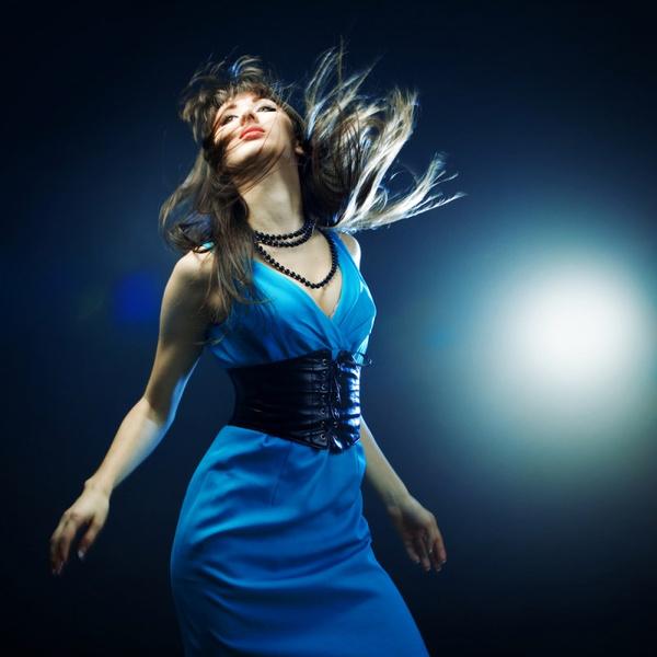 Синее платье с элементами одежды