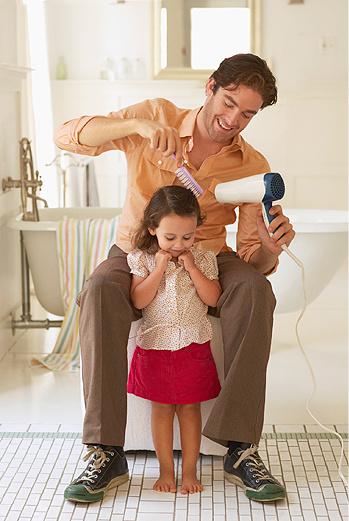 Дайте мужчине свободу действий в воспитании ребенка.