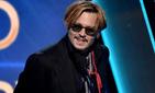 Пьяный Джонни Депп устроил скандал со сцены кинопремии
