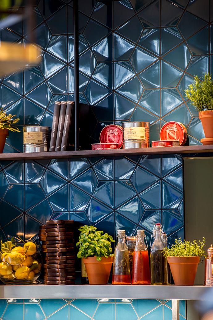 Perfectionists' Café
