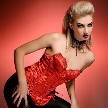 Красное белье, черные чулки - и вы - женщина-вамп!