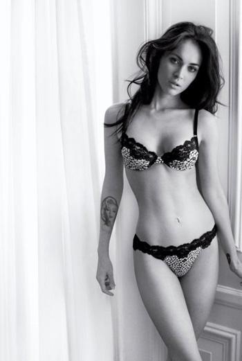 Вторая фотосессия Меган была представлена в июне 2010 года. В кадре хорошо видна знаменитая татуировка Фокс с изображением Мэрилин Монро.
