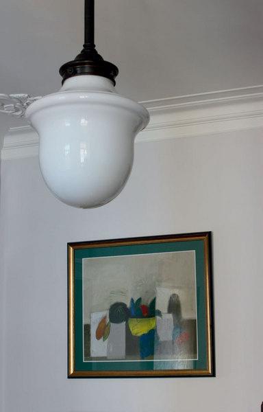 Светильник из молочного стекла в духе 1920-х годов, Ralph Lauren Home, куплен в шоу-руме Park Avenue.