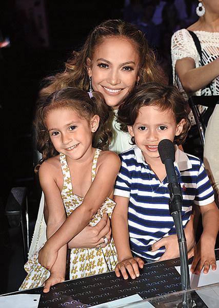 Дженнифер Лопес хочет еще троих детей