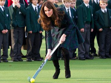 Кейт Миддлтон (Kate Middleton) не боится испачкать наряд от знаменитого дизайнера
