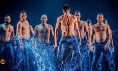 Накачанные мужчины под дождем – действительно искушение