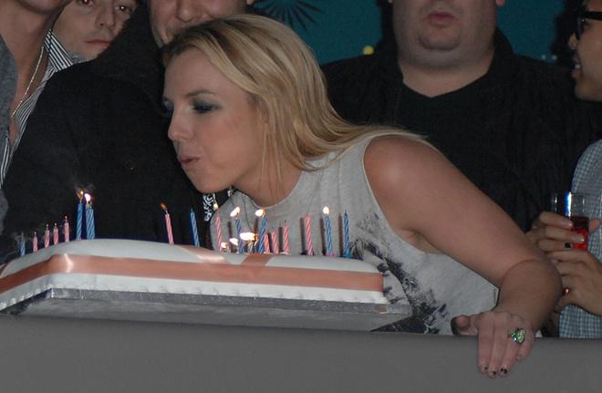 Бритни отмечает свой день рождения в клубе G-A-Y