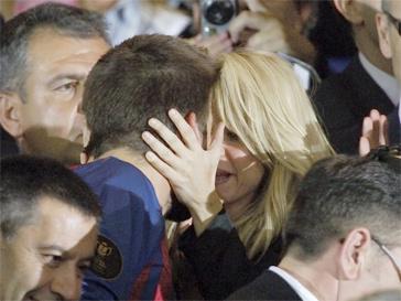 Шакира (Shakira) наградила Жерара Пике страстным поцелуем.
