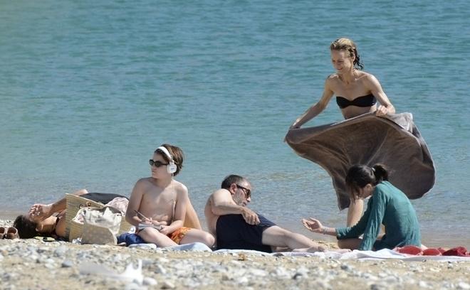 Ванесса Паради купается топлесс