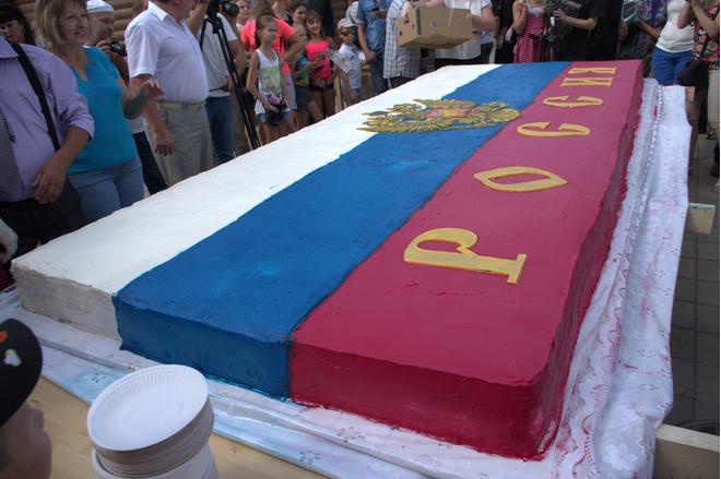 Рекордный торт-флаг в Оренбурге