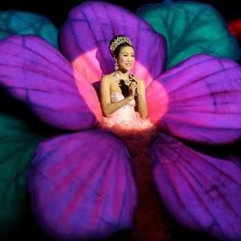 Девушка-цветок – один из коронных номеров кабаре