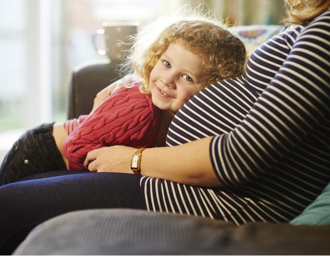 На каком сроке беременности ребенок начинает шевелиться