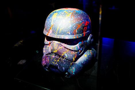 Идут на штурм: в «Цветном» открылась выставка в честь «Звездных войн»   галерея [1] фото [2]