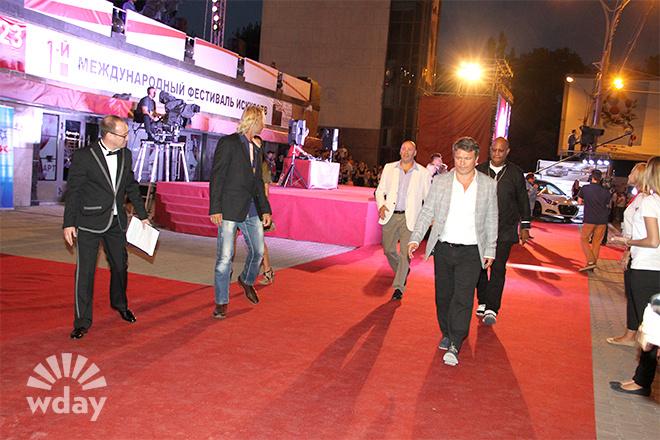 фотоотчет с красной дорожки Международный кинофестиваль мотивационного кино «Bridge of Аrts»