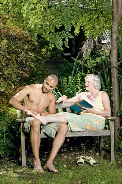 35% русских и 30% французов готовы за деньги переспать с женщиной гораздо старше себя.