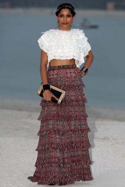 Фрида Пинто на показе Chanel Cruise 2014/15