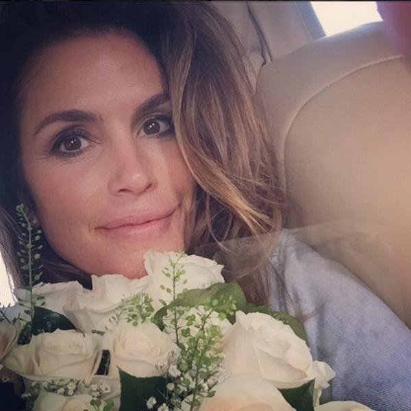 Муж подарил Синди Кроуфорд цветы на 17-летие брака
