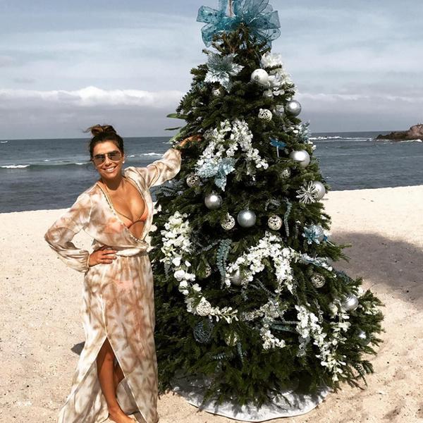41-летняя Лонгория хвастается роскошным телом на каникулах