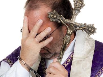 Несколько священников, замешанных в скандале, покинули церковь и сменили место жительства