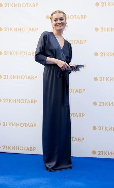 """Виктория Толстоганова на закрытии фестиваля """"Кинотавр-2010"""""""