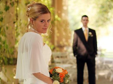 Невеста и жених на свадьбе