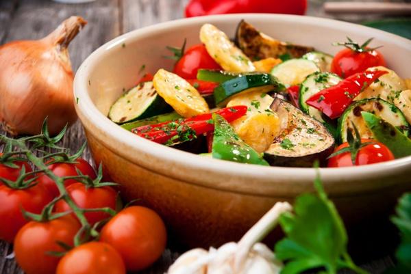 Овощи на пару в кастрюле