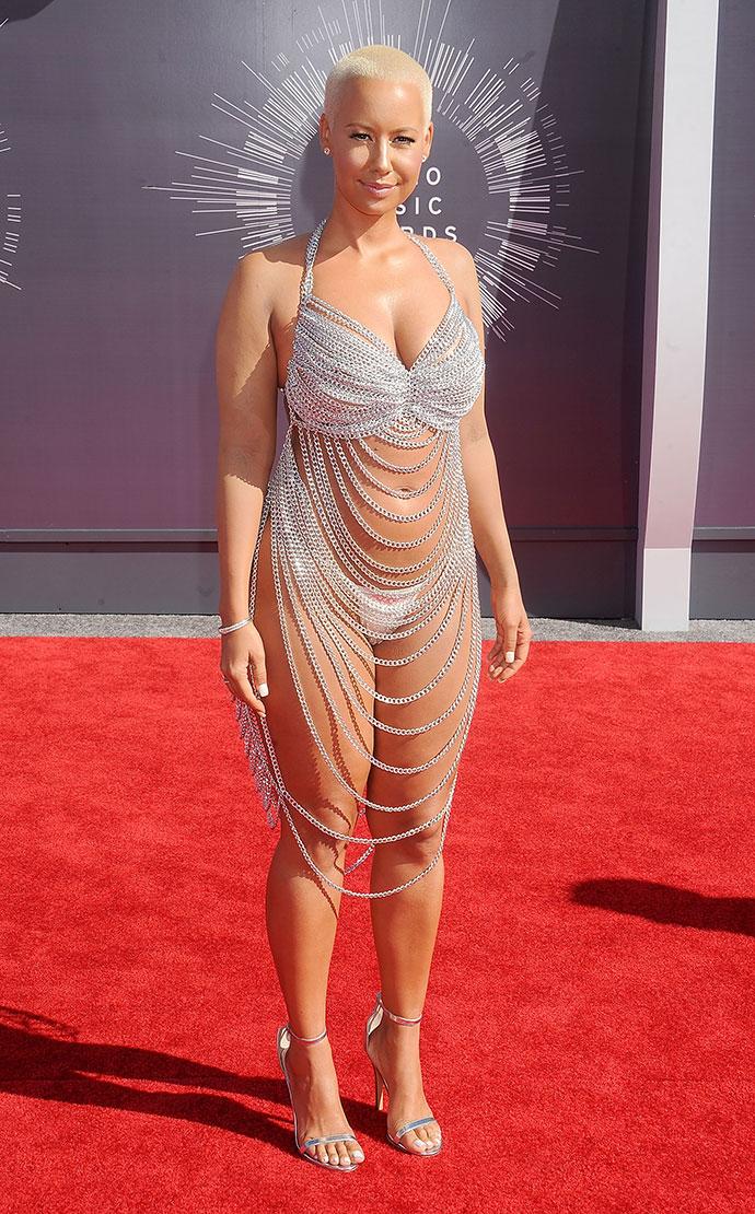 фото голых звезд в прозрачной одежде