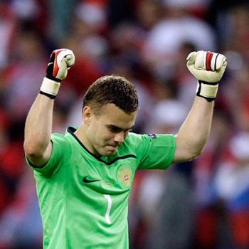 Голкипер ЦСКА Игорь Акинфеев – секс-символ юных футбольных фанаток.