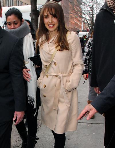 Натали Портман (Natalie Portman) направляется на показ Rodarte в рамках Недели моды в Нью-Йорке