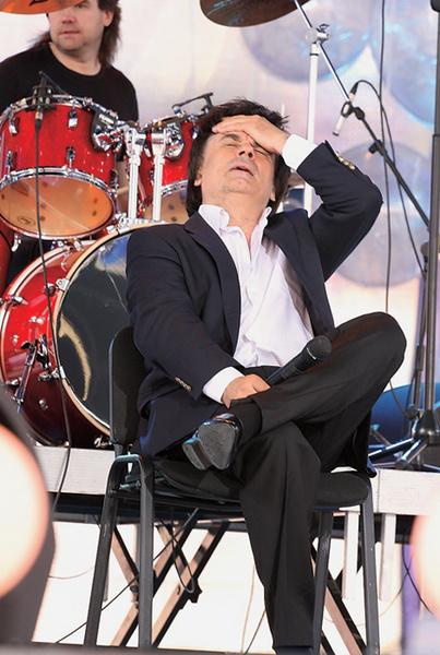 Во время выступления на «Славянском базаре» певцу стало плохо из-за жары – пришлось вызывать «скорую помощь».