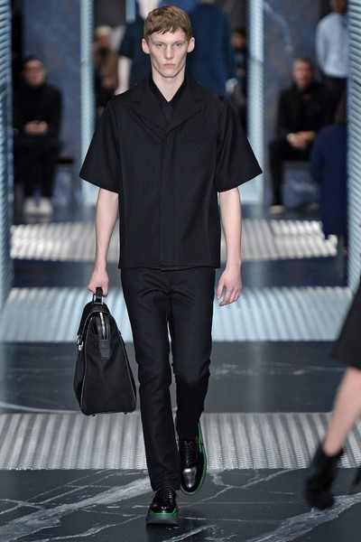 Бренд Prada представил на Неделе мужской моды в Милане сразу две коллекции | галерея [2] фото [14]