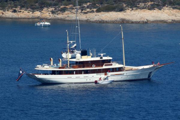 Ради Эмбер Херд Джонни Депп реализует яхту, названную вчесть Ванессы Паради