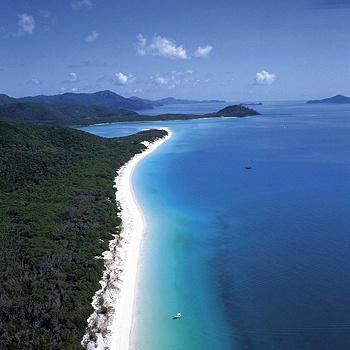 Весь остров со своими горами, лесами и заливами очень красив, однако его главная жемчужина - пляж Белая Гавань (Whitehaven Beach). Лучший пляж во всей Австралии.