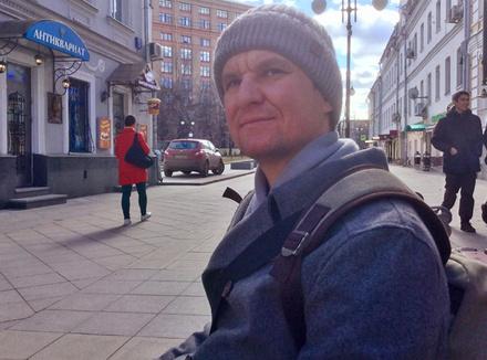 «Когда я потерял зрение, у меня обострились слух, осязание, вкус»: история слепого фотографа
