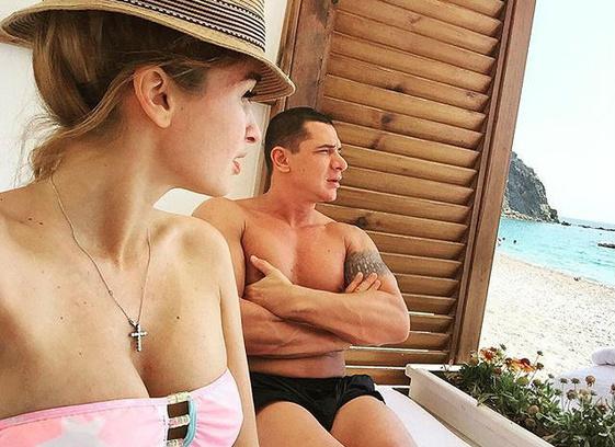 Ксения Бородина показала семейное фото и видео с медового месяца